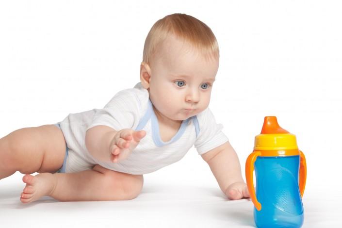 תינוק רוצה בקבוק