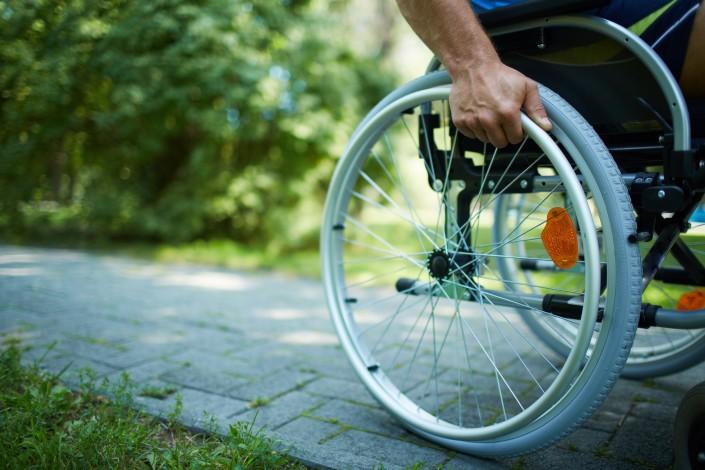 נכה על כסא גלגלים